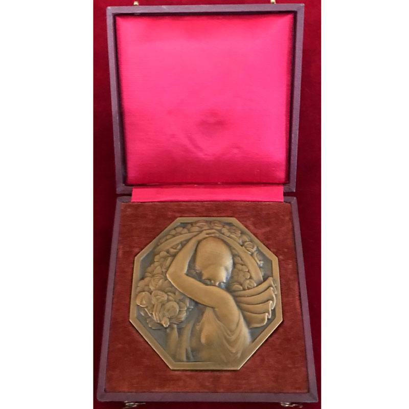 Turin Pierre   Porteuse de Fleurs (1926)   Médaille octogonale en bronze  72mm    SUP/FDC
