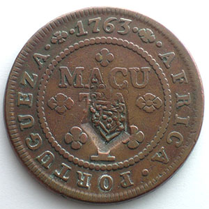 2 Macutas contremarqué en 1837 sur 1 macuta 1763    TB+/TTB