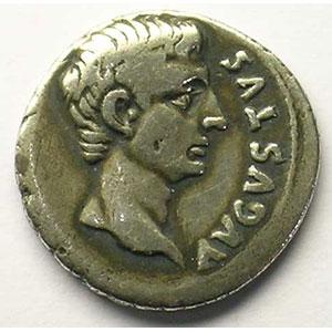 R/ L. CANINIVS . GALLVS. III. VIR   (Rome 12 av.JC)    TB+